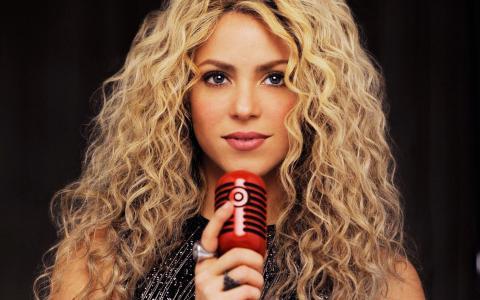 夏奇拉,夏奇拉,歌手,金发,长发,看,嘴唇,麦克风,戒指,手指,卷发,卷发