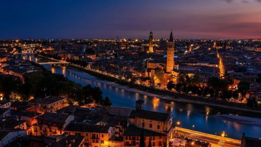 维罗纳古城的宜人夜色