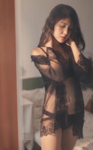 性感风情熟女透视装内衣诱惑艺术照
