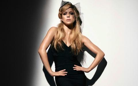 夏奇拉,夏奇拉,歌手,金发,长发,黑色礼服,面纱,看,手