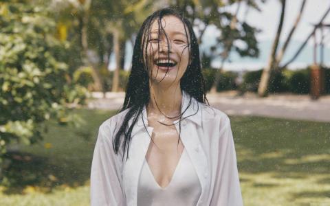 倪妮性感泳衣湿身诱惑