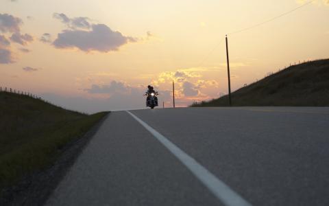 骑自行车的人,路,实线