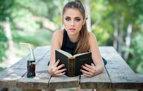 可口可乐,饮料,女孩,书