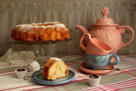 花瓶,蛋糕,糕点,盘子,杯子,茶壶,茶,糖果,糖果,餐巾