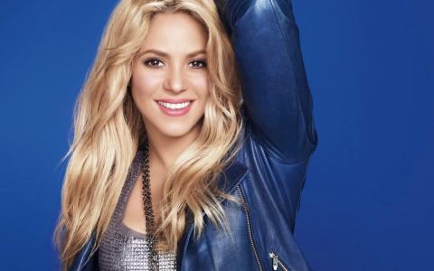 夏奇拉,夏奇拉,歌手,金发,长发,外套,微笑,看,蓝色,T恤,珠子
