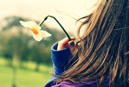 心情,心情,女孩,女孩,走,新鲜,头发,浪漫,鲜花,水仙花,衣服,柔情