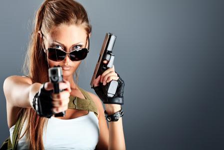 女孩,公平,构成,照片,创意,武器,灰色背景,手枪,眼镜,看