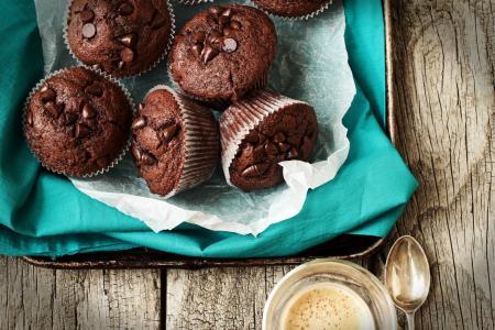咖啡,纸盒,餐巾,与花生的蛋糕