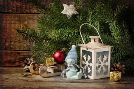 板,分支机构,云杉,枞树,假期,新年,圣诞节,玩具,雪橇,灯笼,锥。