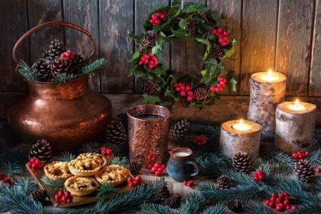 匾,节日,新年,圣诞节,装饰,花圈,分支机构,云杉,枞树,锥,叶子,浆果,冬青树,冬青树,蜡烛,甜点,蛋糕