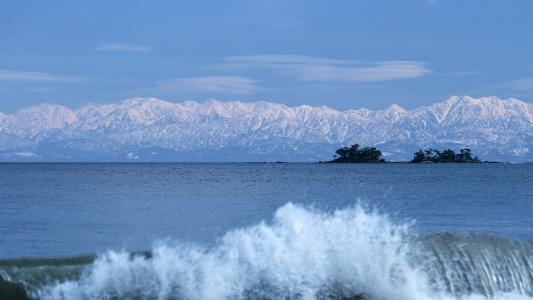 雪山,波浪。