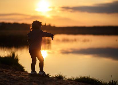 晚上,日落,太阳,沙滩,河,男孩,玩,投掷,石头