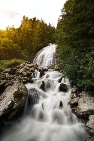山涧流水美景