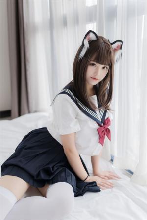 清纯美少女猫耳水手服私房照