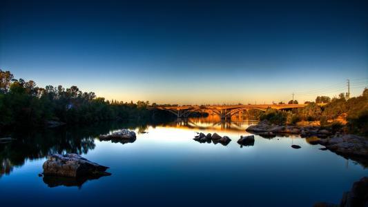 日落,河上的桥梁,石头