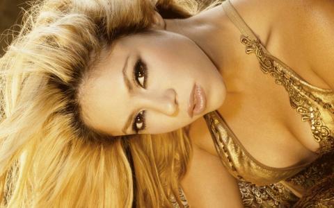 夏奇拉,夏奇拉,歌手,金发,长发,看,胸部,泳装,肩膀,化妆