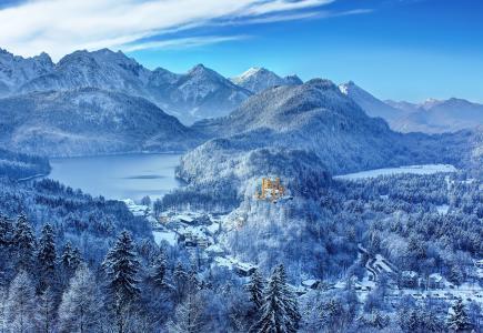德国,巴伐利亚州南部,城堡,旧天鹅堡,旧天鹅堡,冬天,雪,山,湖泊,森林