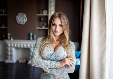 摄影师丹尼斯·彼得罗夫,女孩,棕发,看