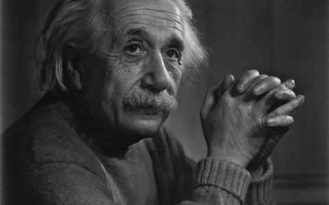 阿尔伯特·爱因斯坦,阿尔伯特·爱因斯坦,交叉手指,沉思