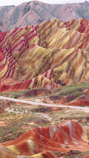 美丽梦幻的彩色山脉背景