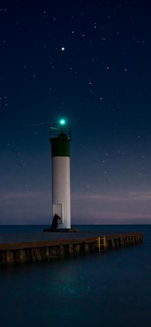 星空下的灯塔
