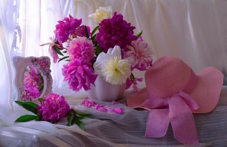 Valentina Kolova,静物,面料,面纱,窗帘,花瓶,鲜花,牡丹,镜子,帽子,花瓣