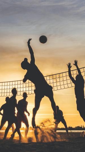 黄昏的海滩排球