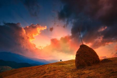丘陵,堆栈,天空,云,日落,通过Vitaliy Bashkatov