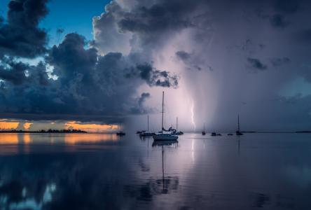 平静的大海,游艇,天空,云彩,闪电,反射,Alexandru Popovschi