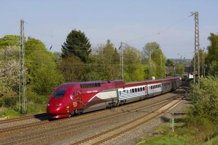 火车,机车,路,美女,树木,绿化