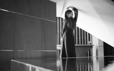 程潇透视黑纱裙性感迷人写真