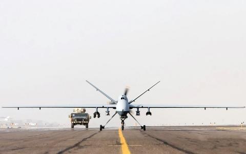 起飞地带,无人驾驶飞机,护送车辆
