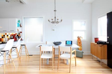 酒吧,厨房,吊灯,椅子,窗户,柜台,桌子
