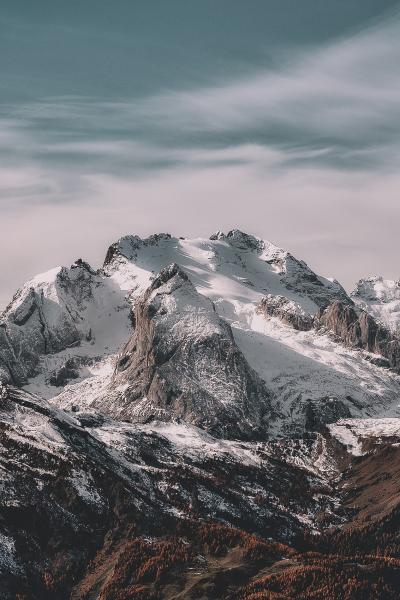 巍峨迷人的雪山