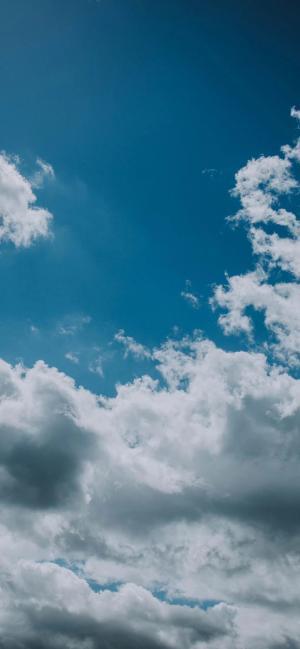 蓝天下的壮丽云海